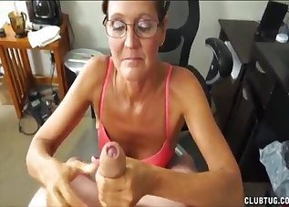 Nerdy MILF is sucking a fat cock on the knees