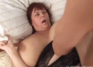 Big-bottomed doll shows her amazing skills