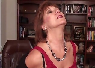 Redhead mom stimulates her crack on the table