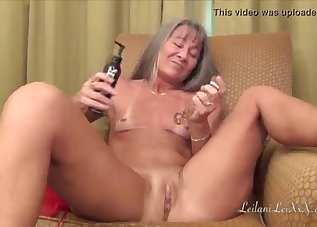 Sweet GILF is playing with her tight crack