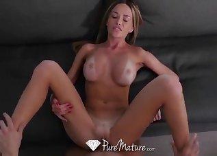 Sex-loving MILF shows her skills