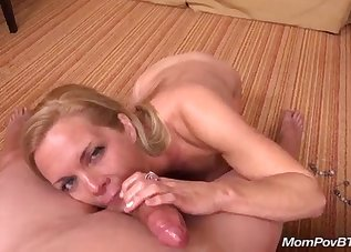 Spicy MILF is sucking on the knees